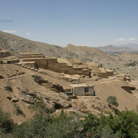 Fig. 2 - Tepe Narenj (2012): panoramic view of the site; in the background the lake Kol-e Hashmat Kan